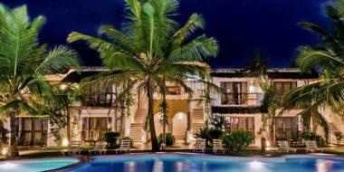 My Blue Hotel, Poolbereich bei Nacht