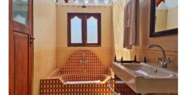 Dhow Palace Hotel, Badezimmer