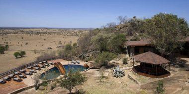 Lobo Wildlife Lodge, Poolbereich und Hauptgebäude
