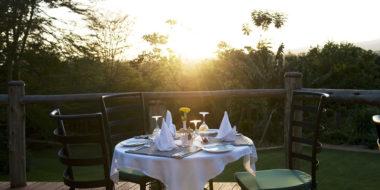 Ngorongoro Farm House, Dinner beim Sonnenuntergang