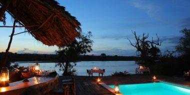 The Retreat, Pool in der Abenddämmerung
