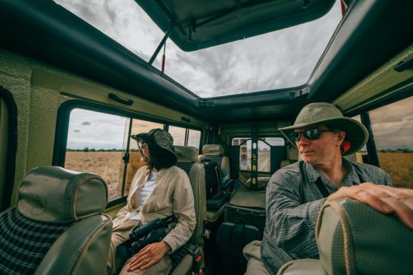 im Inneren eines Safari-Fahrzeugs